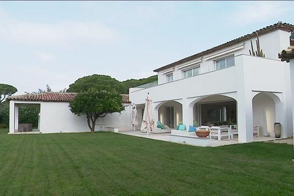 """La villa des """"Oliviers"""" et ses 5 hectares sur les hauteurs de Saint-Topez."""
