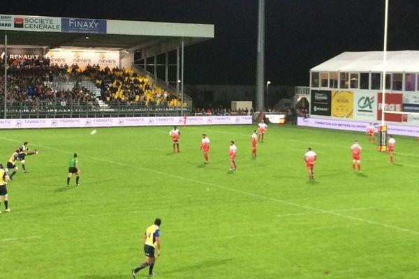 L'Uson Nevers Rugby a battu le leader Grenoble, lors de la 8e journée du championnat de Pro D2 vendredi 13 octobre 2017.