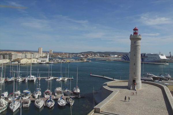 Le phare Saint-Louis est à l'entrée du chenal de Sète - 2020.