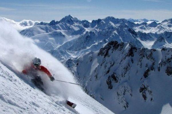 1700 mètres de dénivelé et 10 km de descente entre le Pic du Midi et Artigues-Campan