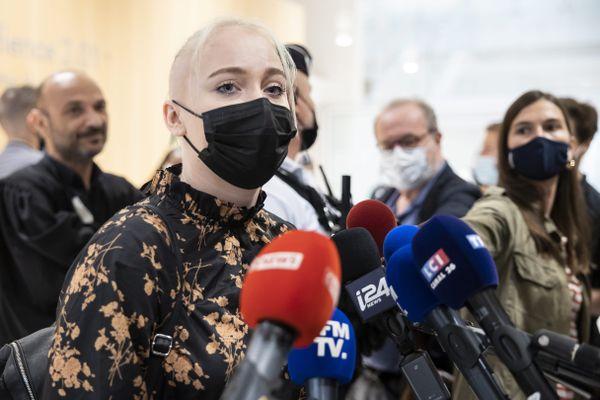 7 juillet 2021, Mila assiste à Paris au procès de ses harceleurs.