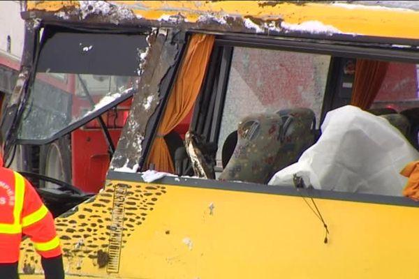 Le 10 février, un car scolaire transportant 32 enfants a glissé sur la chaussée à Montflovin (Doubs) faisant deux victimes