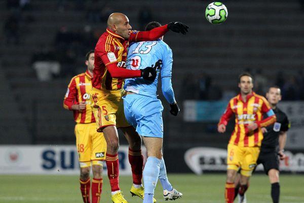 Yahia et ses équipiers du RC Lens ont préservé leur invincibilité contre Tours.