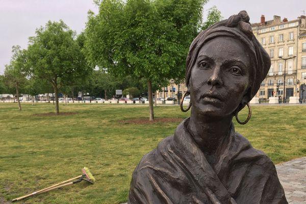 La statue de Modeste Testas érigée sur les quais de Bordeaux