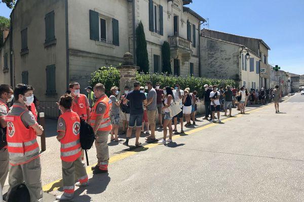 Bellegarde (Gard) - beaucoup d'attente pour faire un dépistage gratuit du Covid-19 - 27 juillet 2020.