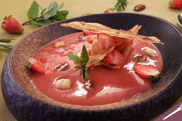 La soupe de fraises verveine citron et son mille-feuilles à la cassonade