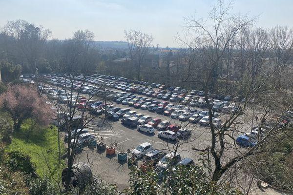 """C'est sur ce parking que se déroule la plus grande partie du festival Montauban en scène habituellement. """"La superficie ne permet tout simplement pas de faire rentrer 5 000 places assises"""" explique le directeur."""