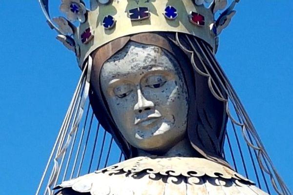 Notre Dame d'Afrique a été érigée en 1990 sur la commune de Théoule.