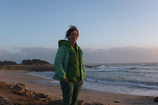 Anne se forme pour devenir mécanicienne avec l'envie de pouvoir embarquer à bord de bateaux de pêche