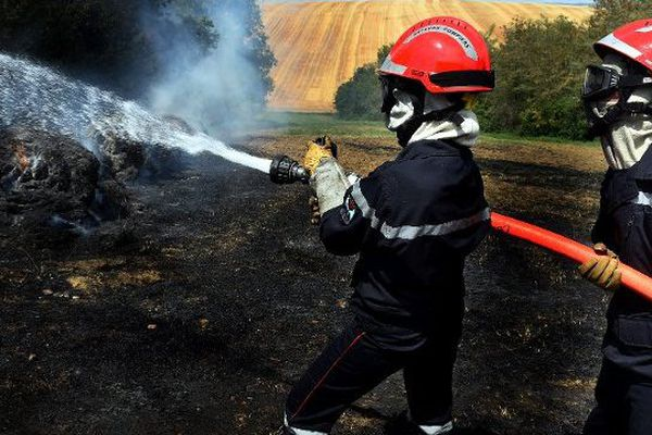 Les pompiers en intervention à Saint-Sulpice, dans le Tarn, le 16 juillet dernier.