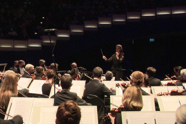 """La lyonnaise Chloé Dufresne, une des 3 """"mentions spéciales"""" au concours international de chefs d'orchestre de Besançon"""