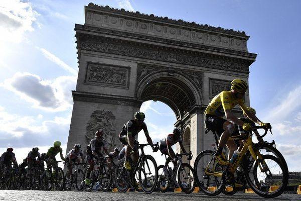 L'an dernier, le britannique Christopher Froome (maillot jaune) avait remporté le Tour de France à l'issue d'une étape Chantilly-Paris.