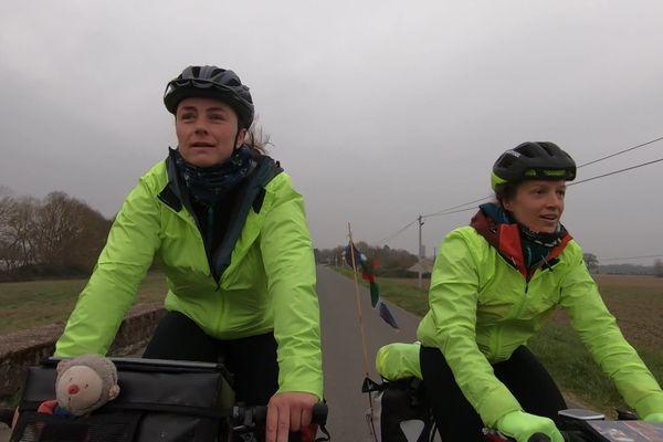 Solveig de La Hougue et Aude Béhague ont entamé en février dernier un tour de France à vélo en mémoire de leur fils disparu