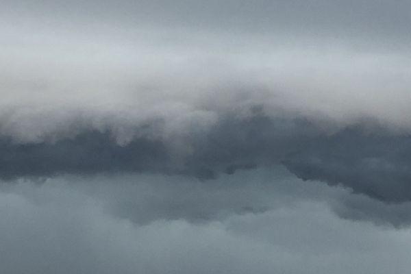 Nuances de gris avant l'orage et la pluie...