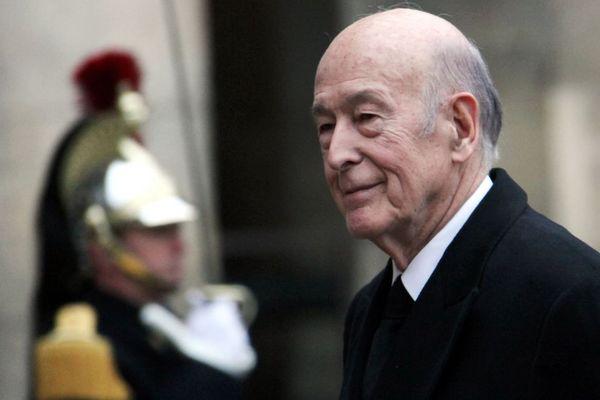 Valérie Giscard d'Estaing le 11 janvier 2010 aux Invalides, à l'occasion d'une cérémonie d'hommage à Philippe Séguin.