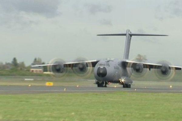 Vol d'essai de l'A400M sur la base d'Orléans-Bricy - avril 2012