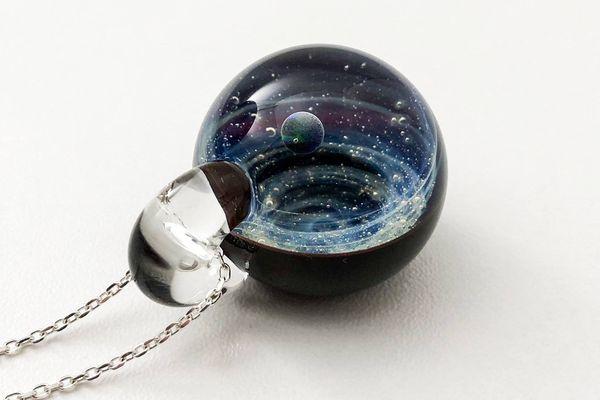 La galaxie mise sous verre, le travail de Colin verrier sur l'île de Bréhat
