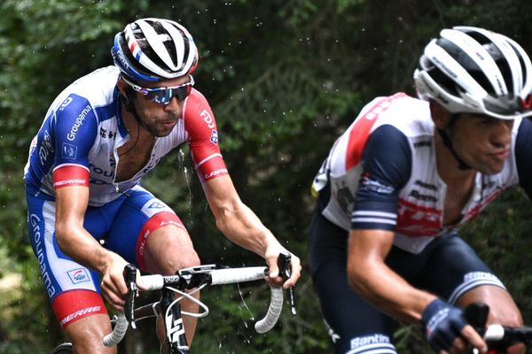 Thibaut Pinot en plein effort, jeudi 13 août, dans la deuxième étape de ce Criterium du Dauphiné 2020.