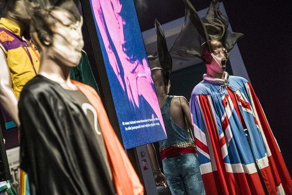 L'exposition Unzipped consacrée aux Rolling Stones fait douze escales en Europe, dont une à Marseille, seule étape française. Les objets du groupe mythique ont déjà été présentés aux Pays-Bas, au  Groninger Museum.