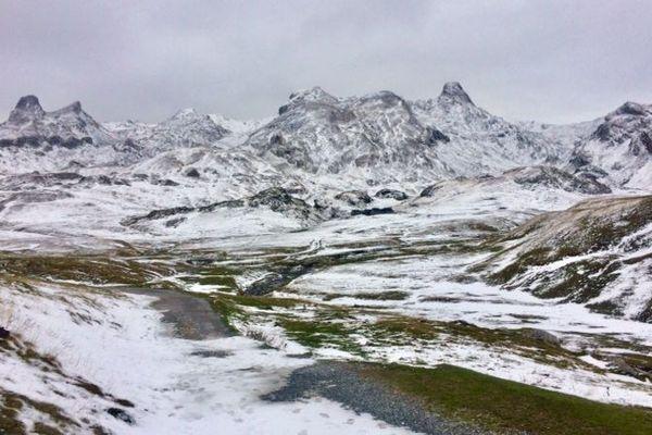 Ce n'est pas encore l'heure de sortir les skis, mais ça y est, la neige est arrivée.