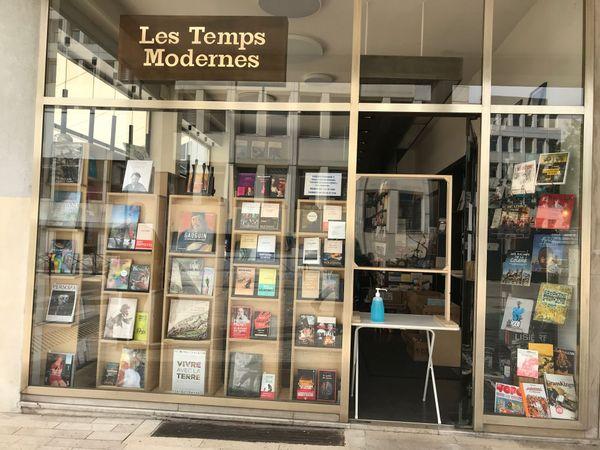 La devanture et le drive de la librairie les Temps Modernes