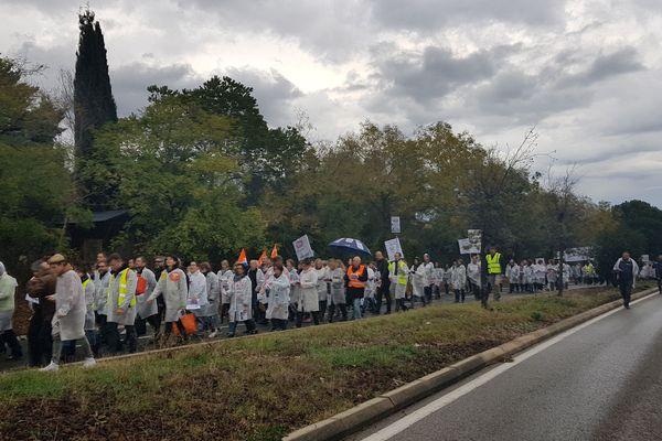 Une manifestation sous la pluie depuis 8 heures ce jeudi matin.