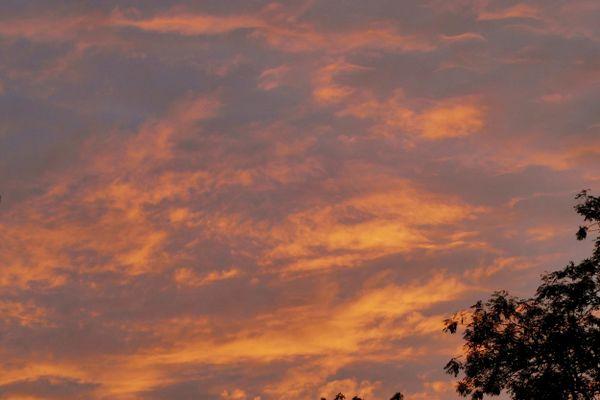 Un matin volcanique... comme on en voit fréquemment à cette saison. Image d'archive.