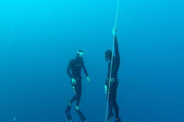 Olivier, en stage en Grèce avec Vincent Mathieu, à 32 mètres de profondeur