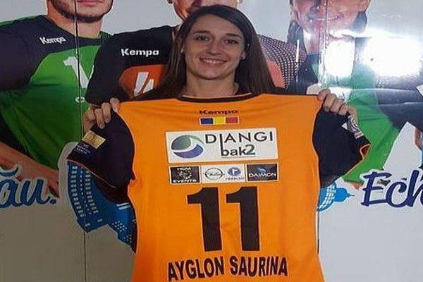 Camille Ayglon signe au CSM Bucarest - avril 2016.