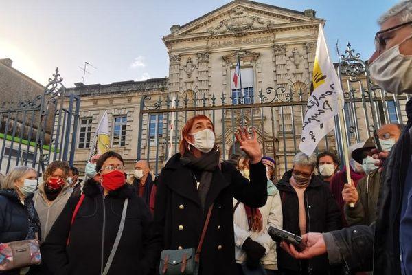 Valérie Murat à sa sortie de l'audience le 17 décembre 2020 devant le tribunal de Libourne.