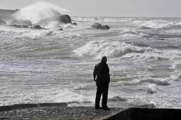 Les rafales dépasseront les 100 km/h sur la zone de Jobourg. La mer sera agitée à forte.