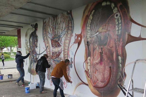 Street Art sur le site Saint-Jean : Des graffeurs de tous horizons ont été invités à investir le site : Inti, Sego, ambassadeurs des arts muraux au Chili et au Mexique, Delta, pionnier du graffiti européen, Remi Rough (UK) et Lx One d'AOC, 9ème Concept, Grems, The Blind, Niark, Treize Bis, Surfil, Gilbert, Myre, Juan, Legz, et de nombreux autres. Des fresques magistrales surgiront sous vos yeux…