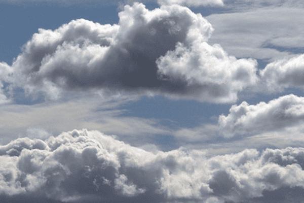 Moins menaçants qu'en ce samedi, les nuages resteront tout de même bien présents dans le ciel normand dimanche.