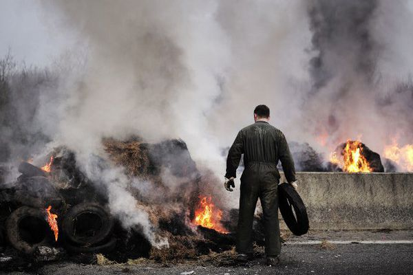 Après le blocage de la RN165 à hauteur de Lorient (notre photo), les agriculteurs ont poursuivi leurs actions