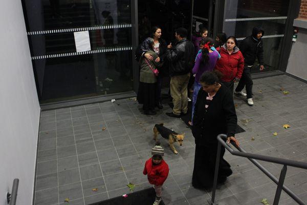 Une centaine de Roms a investi la Bourse du travail lundi soir à Lille
