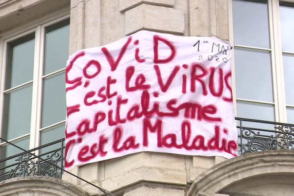 Besançon: la manifestation au balcon