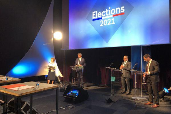 Les quatre candidats du second tour des élections régionales en Bourgogne-Franche-Comté lors du débat ce jeudi 24 juin