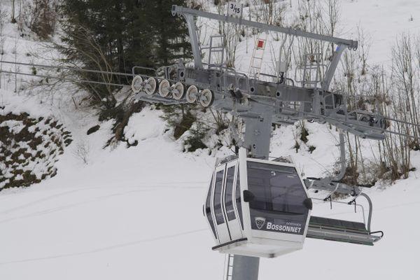 A La Clusaz comme ailleurs, les remontées mécaniques sont à l'arrêt depuis le début de la saison.