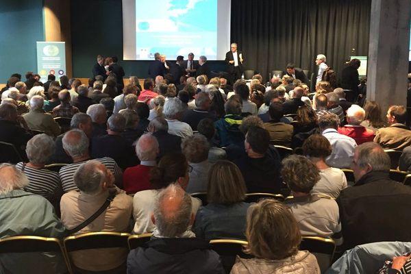 Ambiance houleuse pour la réunion publique dans le cadre du projet de réaménagement de Nantes-Atantique, le 4 juin 2019