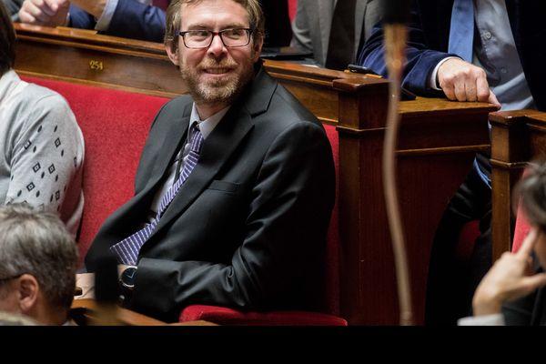 Le député La République en Marche Philippe Latombe veut rendre prioritaire l'examen de la garde alternée en cas de divorce.