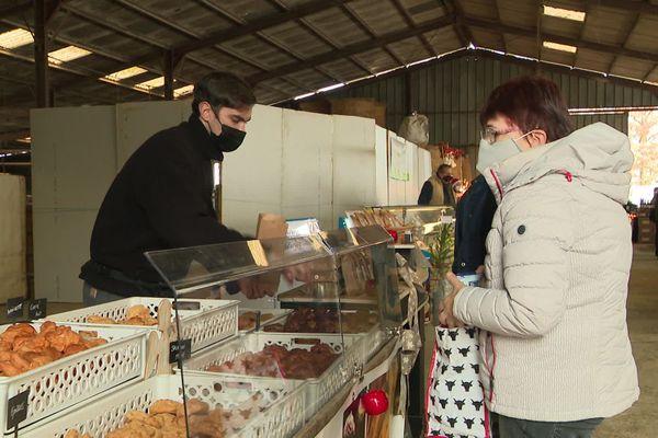 Seuls les commerçants alimentaires ont pu venir participer au marché cette année.