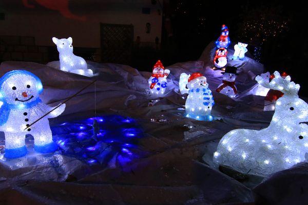 Ours polaires, cerfs et bonhommes de neige ne craignent pas le froid.