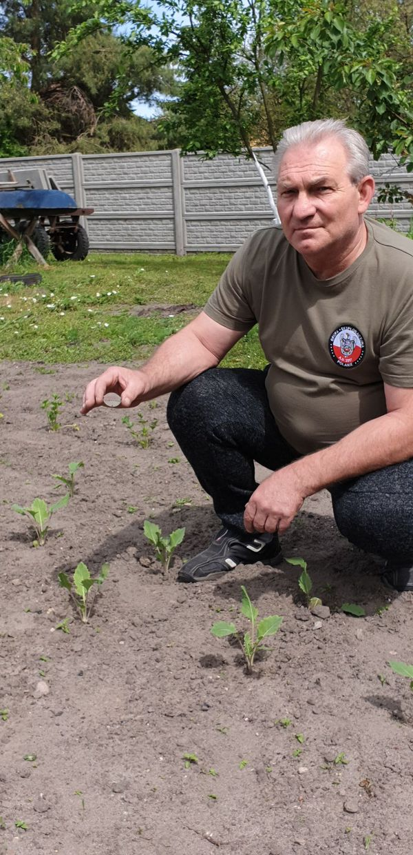 Janusz Bem a retrouvé la plaque militaire dans le jardin de sa maison.