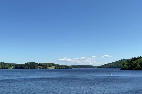 Le lac de Vassivière fait 9,76 km2.