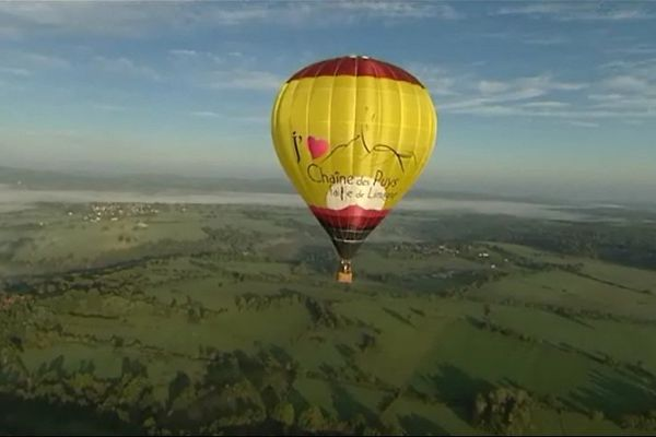 La montgolfière Chaîne des Puys, qui défend la classification Chaîne des Puys - faille de Limagne au Patrimoine Mondial de l'Unesco