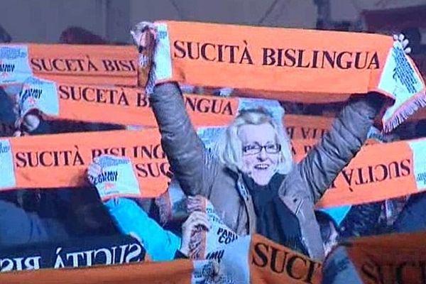 02/03/13 - La soirée organisée en faveur de la langue corse a réuni de nombreuses associations et mouvements politiques