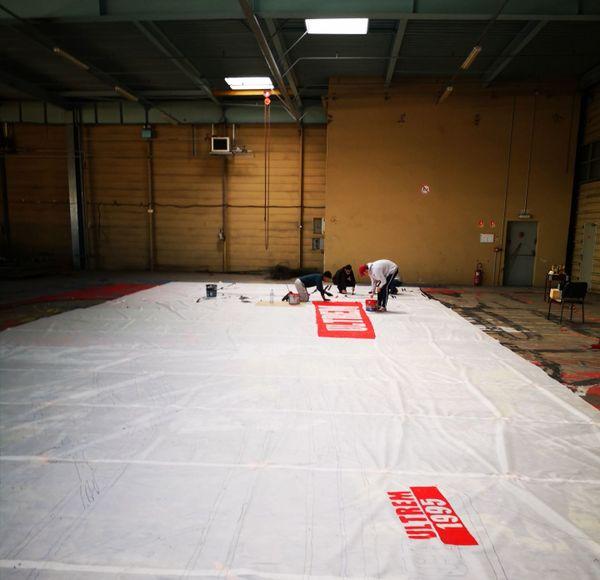 C'est dans ce hangar que le tifo qui sera utilisé mercredi 22 janvier a été confectionné