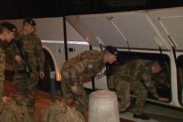 Les militaires ont du être logés dans des bâtiments spécifiques. Il n'y a plus de caserne dans la Loire.