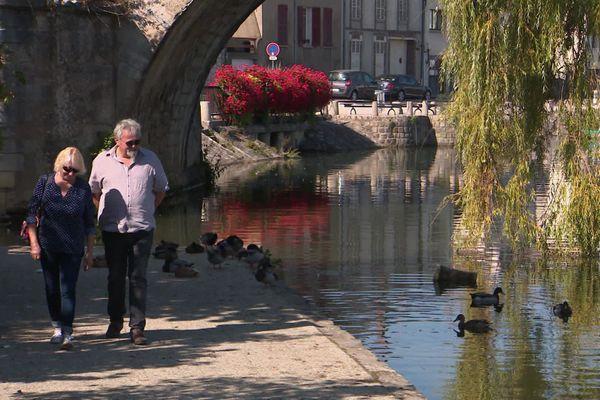 Ces retraités ont trouvé un cadre de vie sympathique pour leur retraite dans l'Yonne.