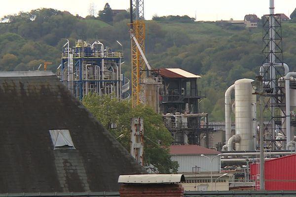 Des usines et des villages alentours